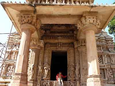 カジュラーホ(4) 東の寺院群、南...